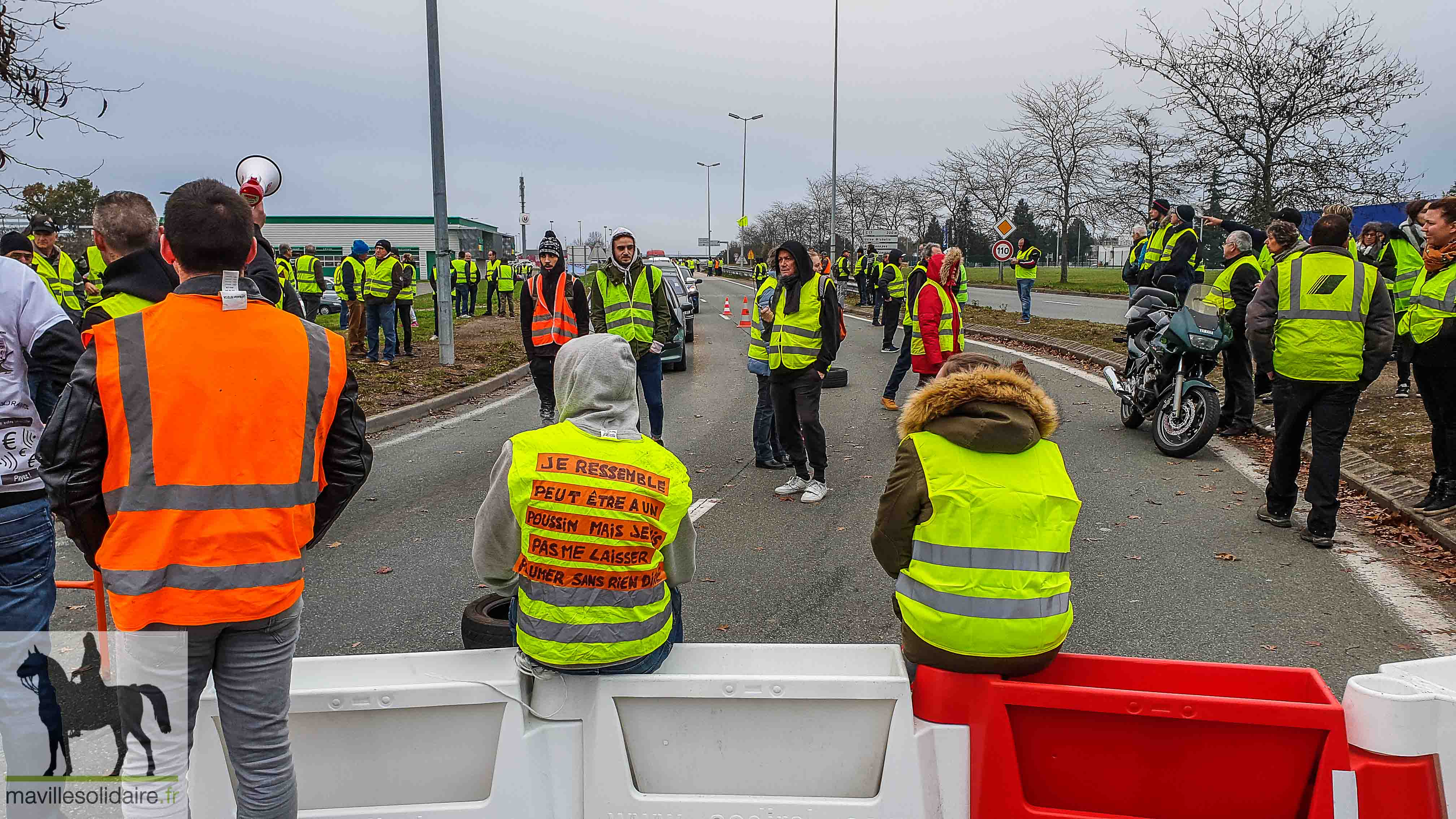 les gilets jaunes manifestent en ville ma ville solidaire. Black Bedroom Furniture Sets. Home Design Ideas