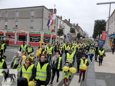 la roche sur yon gilets jaunes 470 marcheurs ce dimanche images ma ville solidaire. Black Bedroom Furniture Sets. Home Design Ideas